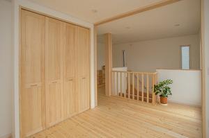 2階ホールと子ども部屋との間仕切りの戸