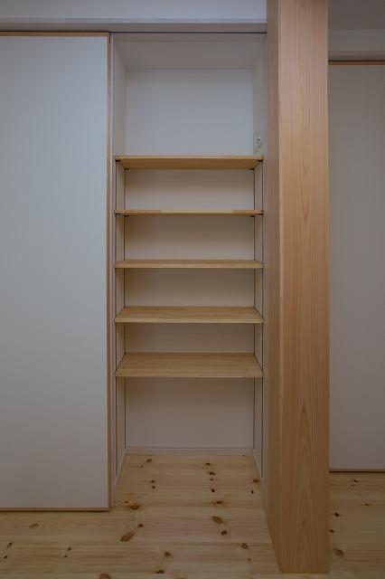 本棚と収納スペース